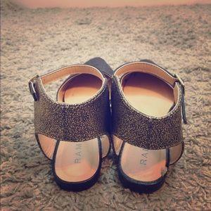 Flat clise toe shoes